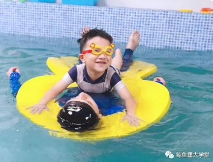 亲子游泳,幼时足够的陪伴和安全感,对宝宝的成长有多重要?