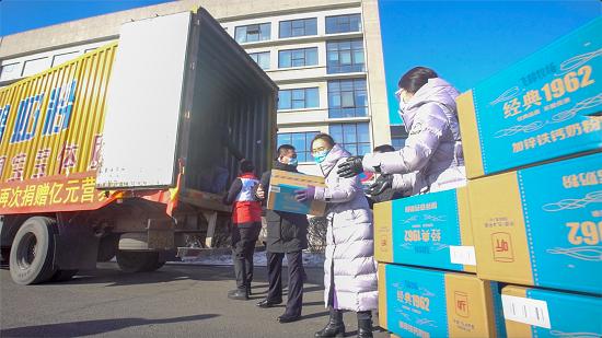 中國飛鶴追加1億元奶粉累計捐贈2億元款物