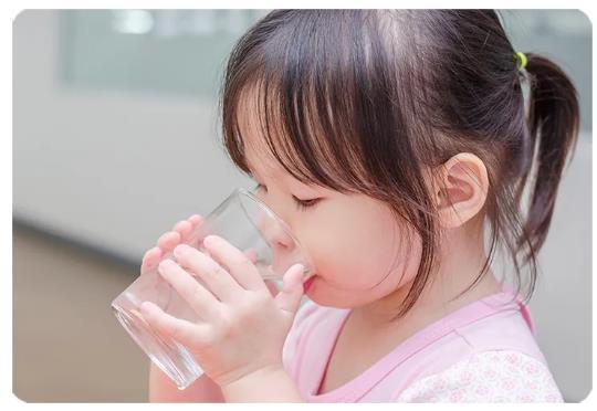 宝宝拉不出?「多喝水」没用,这样做才有用!