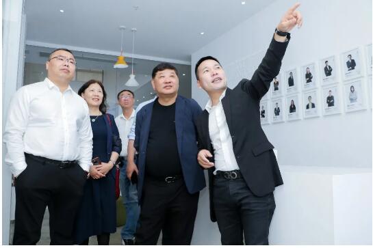 中国纺织建设规划院院长冯德虎先生一行莅临七秒易购调研指导