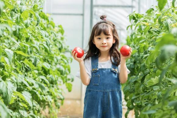 自然唯他维生素C颗粒,为孩子成长添助力