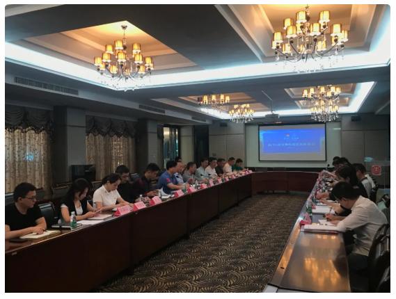 新华•蓝帝狮校服发展座谈会在大帝集团公司召开