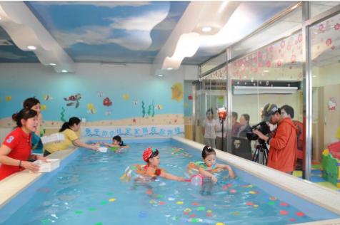 秋冬季节婴儿游泳竟然更多了?这你就不知道了吧!