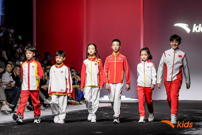 安踏儿童携最新运动黑科技压轴上海时装周Kids Wear