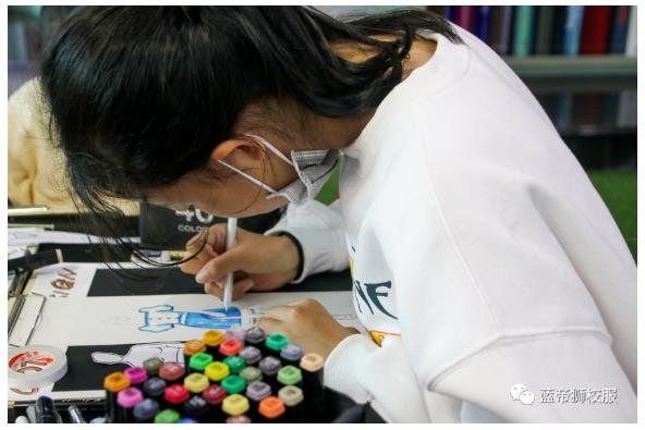 创意无限!新华•蓝帝狮携手培恩童画开展校服创意课堂