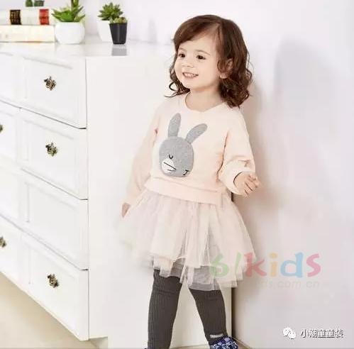 处理好亲子关系很重要 就从精心准备的小潮童童装开始