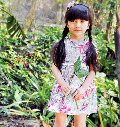 的纯童装:连衣裙新款,感受清新与甜蜜。