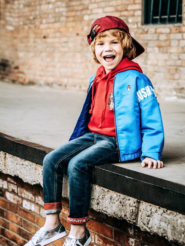暇步士童装给孩子温暖休闲的冬日