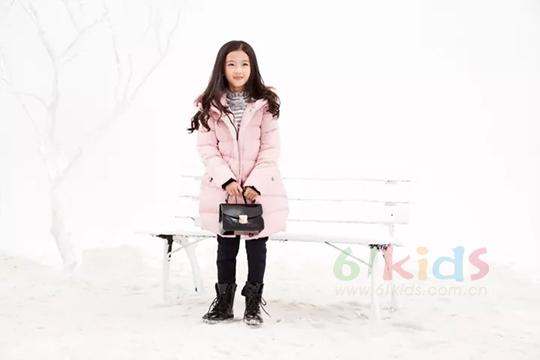 班吉鹿時尚羽絨服搭配,給小公主一個溫暖的冬日