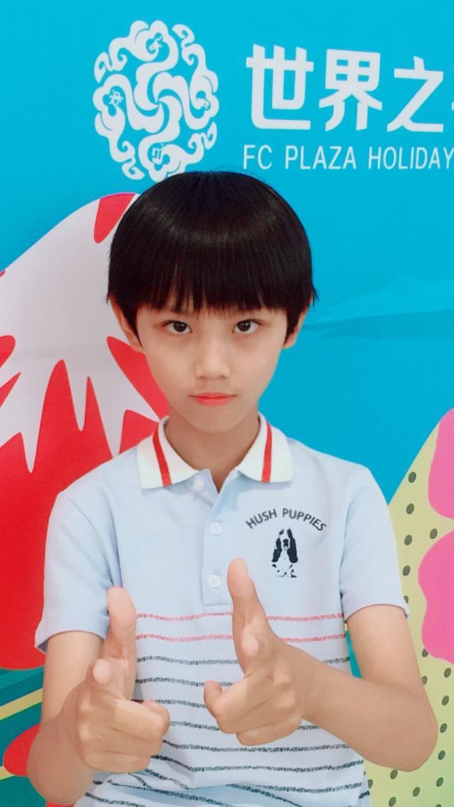 暇步士童装发布会在京举行,郭敬担任发布会模特