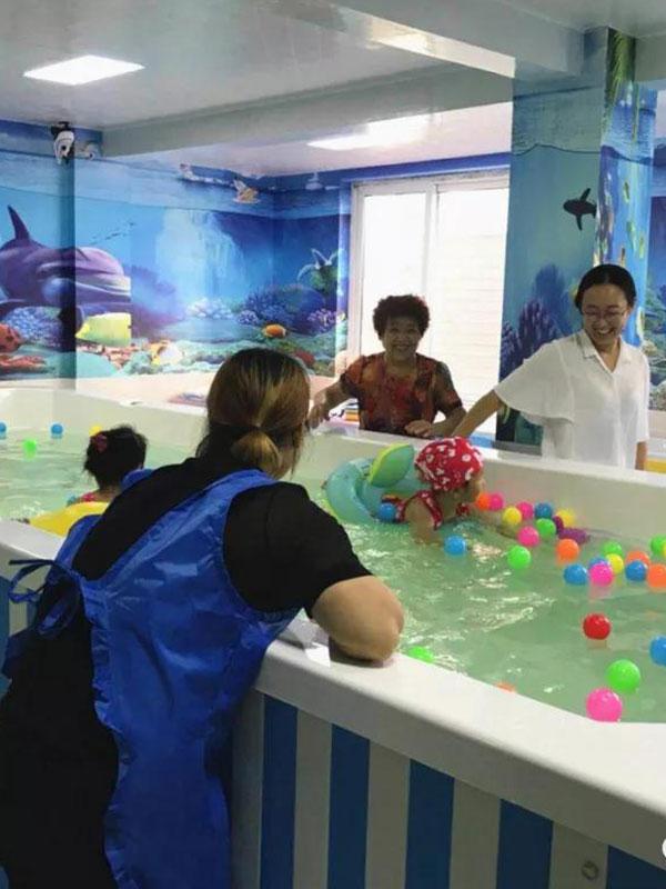 可愛可親嬰幼兒游泳館